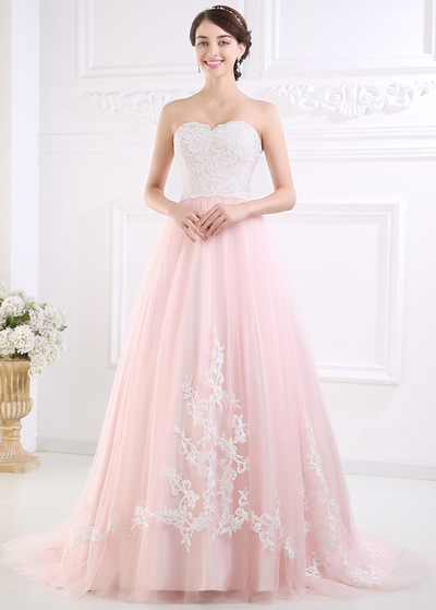 Elegant Tulle Sweetheart Neckline A-line Wedding Dress With Lace Appliques (WWD52846)
