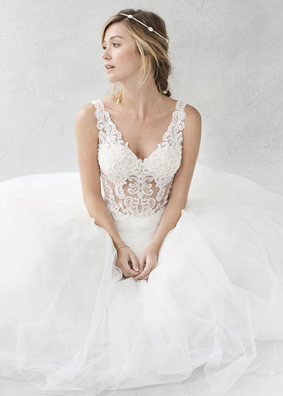 Alla moda Tulle & Satin V-Neck See-through A-Line Abiti da sposa con perline Appliques del merletto (WWD76236)