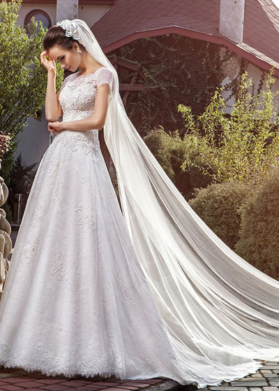 Glamorous Tull Bateau Neckline A-line Wedding Dresses With Beaded Lace Appliques